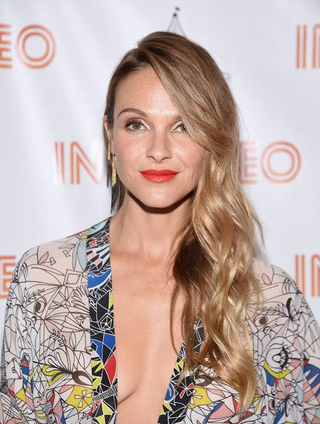 Beau Garrett Side Sweep - Beau Garrett wore her hair in a cascade of side-swept waves during the 'In Stereo' New York premiere.