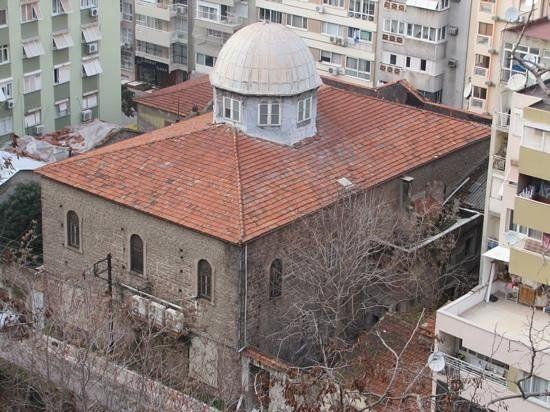 Beth İsrael sinagoku/Mithatpaşa caddesi/İzmir/// İzmir valisi Sadrazam Kamil paşa tarafından Karataş mevkiindeki musevi vatandaşların ihtiyacını karşılamak için yaptırılmıştır.