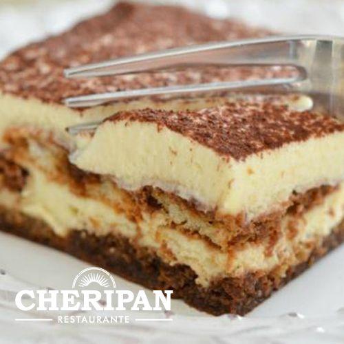 Tiramisu Casero. Lady Finger bañados en cafe espresso y licor Kahlúa, sambayón de queso mascarpone italiano, crema livina y chocolate en polvo.