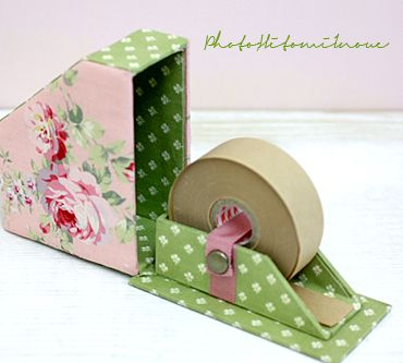Dérouleur papier kraft. Salas Batty Akasaka is a craft tape case of K's work. by Cartonnage writer Inoue Hitomi