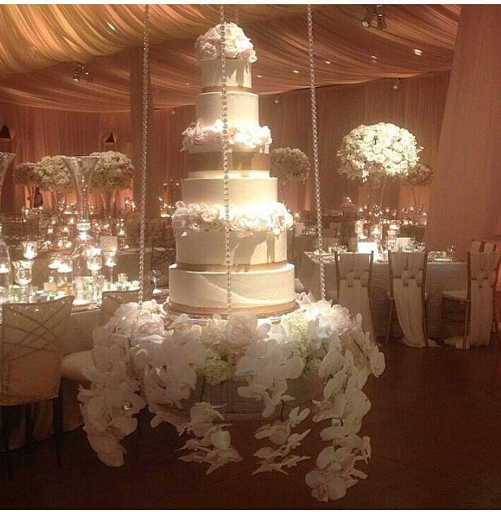 Nigerian Wedding: Beautiful Suspended Wedding Cake Ideas