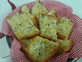 GARLIC BREAD (Pan de ajo)