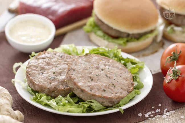 Il burger di tonno all'arancia e zenzero è un secondo piatto di pesce sfizioso e saporito.