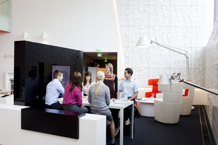 Alberga A-talon aulassa on loistavia tiloja myös neuvotteluille