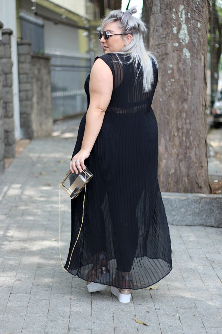 vestido-transparente-para-plus-size-1-Gorda de vestido transparente e barriga de fora