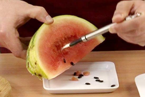 A melancia esconde um segredo que poucas pessoas conhecem e depois que você souber os benefícios do chá de semente de melancia, nunca mais vai querer jogar