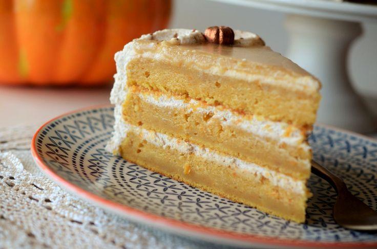 Tort cu dovleac - reteta pas cu pas pentru un tort de toamna/iarna minunat de aromat si suculent. Invatam cum sa preparam piure de dovleac copt!