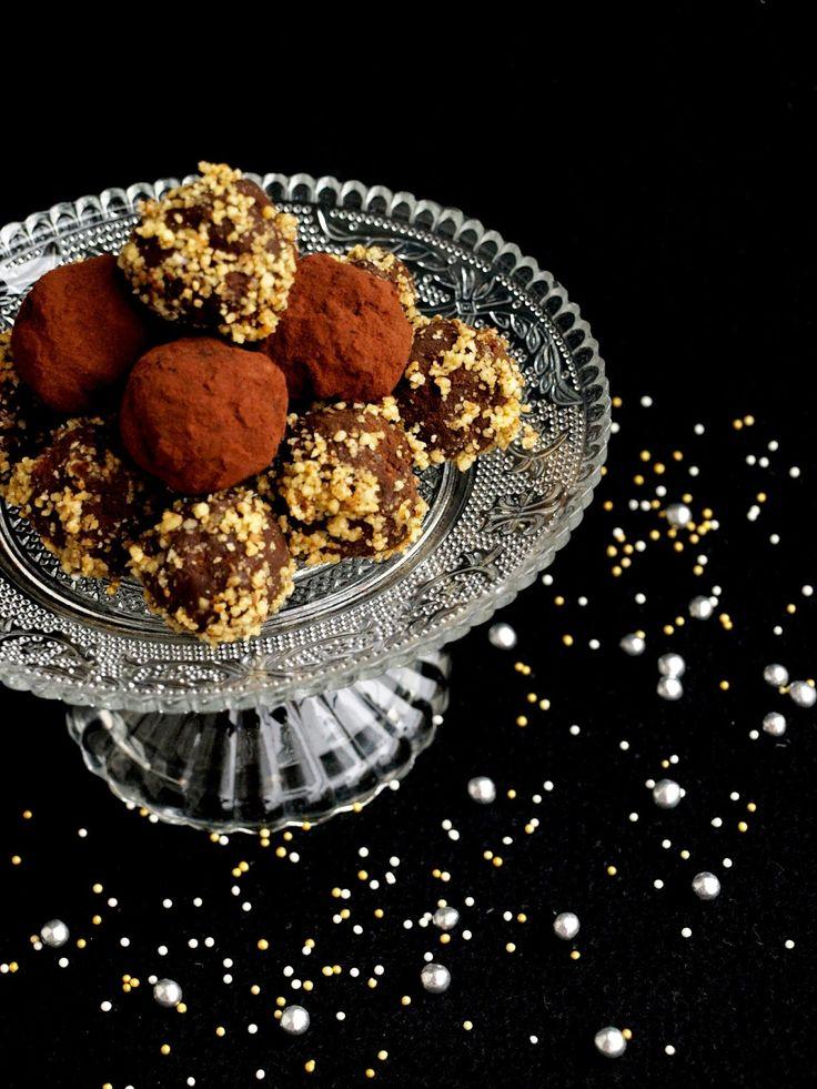 CHEZ LUCIE: Čokoládové lanýže s kandovanou pomerančovou kůrou, Amarettem a praženými ořechy