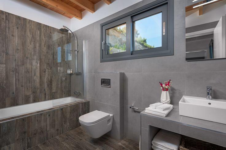 Kathisma Bay Villas - Villa Oceanos: Upstairs bathroom