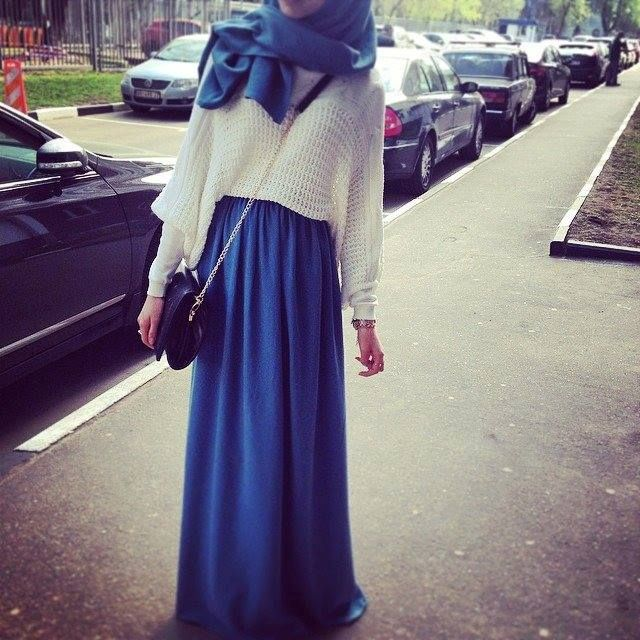 Love the jumper, perfect transition from summer to autumn.. #hijabi #outfit #maxi dress #maxi skirt #sweater #summer #autumn #fall #muslim #fashion #pretty #blue #white #chic