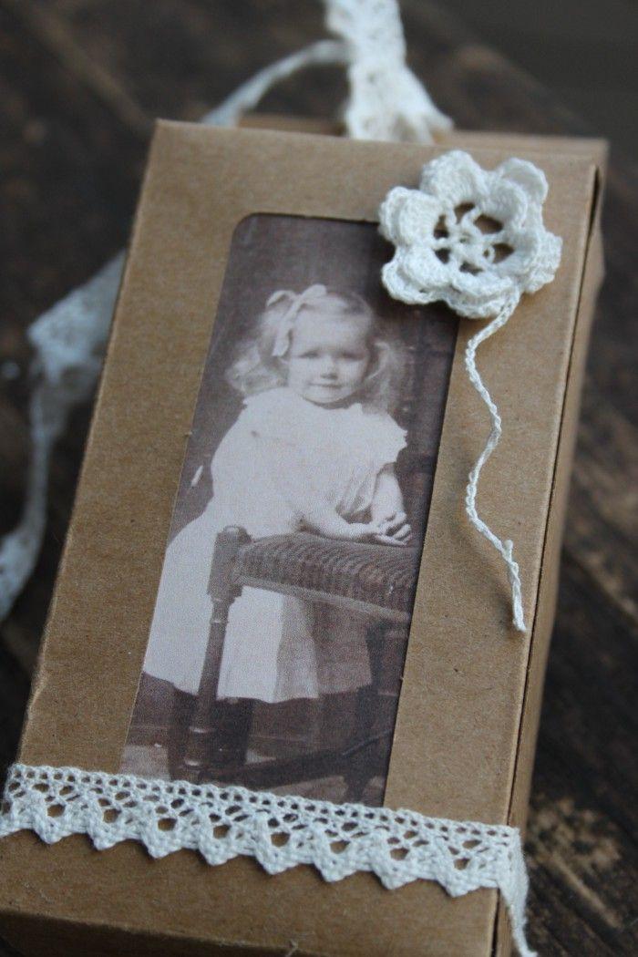 Cadeau doosje met kant en oude foto