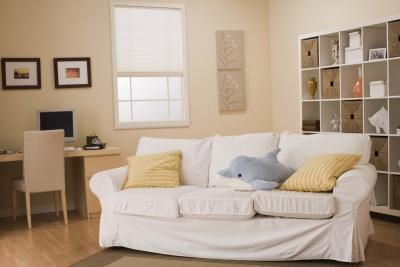 How to slipcover a couch with sheets. Slipcovers are so pricey, making this extra awesome.