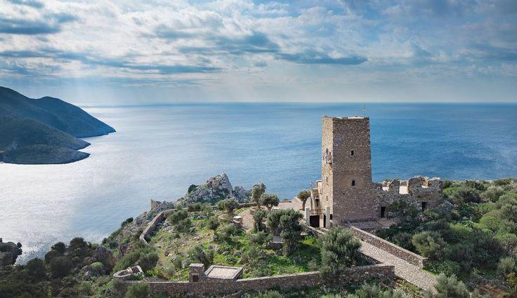 Το Tainaron Blue Retreat στο νοτιότερο άκρο της ηπειρωτικής Ελλάδας, είναι το καλύτερο αρχιτεκτονικό remake που έχετε δει