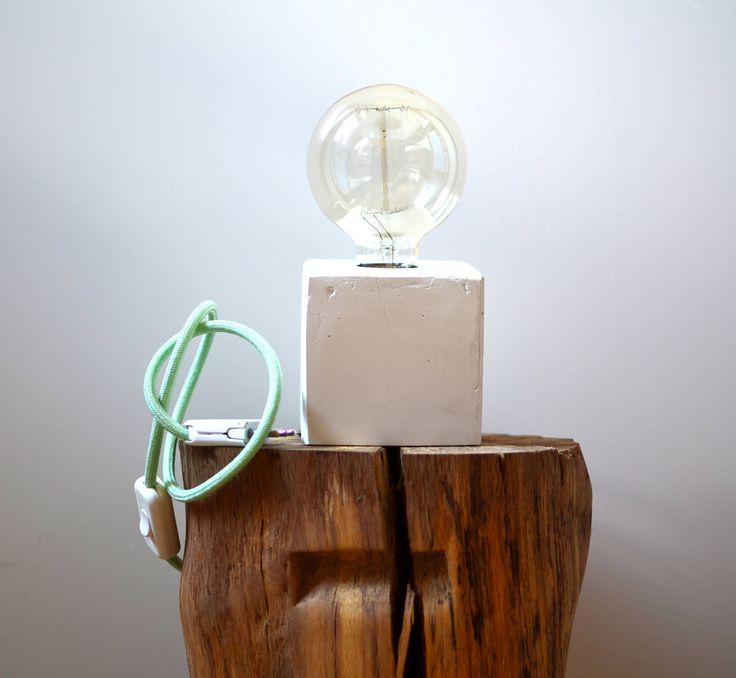 lampada da tavolo in cemento di 2pini su Etsy https://www.etsy.com/it/listing/546370470/lampada-da-tavolo-in-cemento