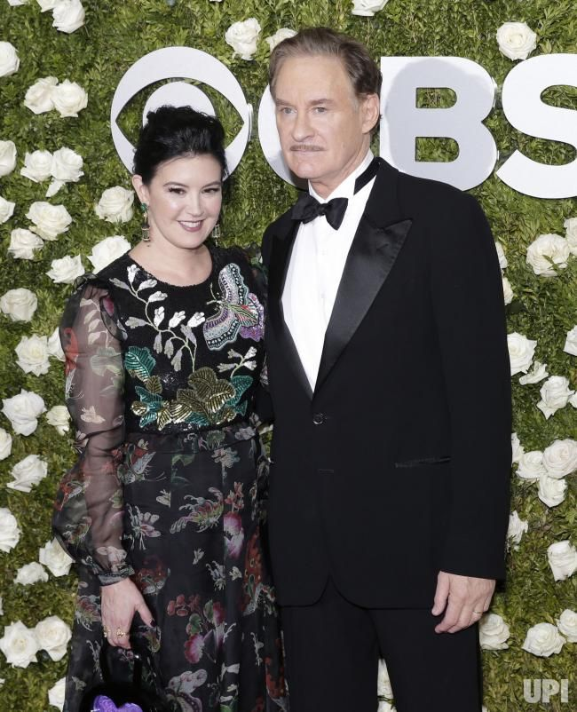 Phoebe cates and kevin kline arrive on the red carpet at for Phoebe cates and kevin kline wedding photos