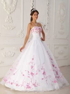 White Quinceanera Dress Strapless Embroidery Ball Gown