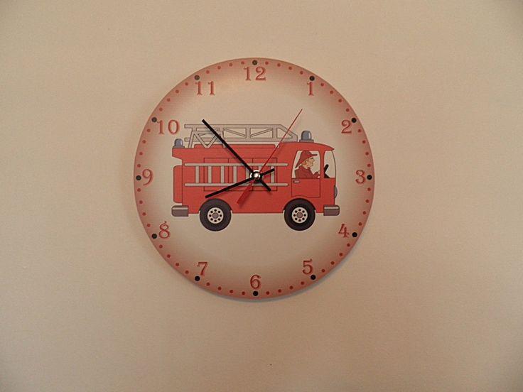 Tűzoltó autós falióra csendes óraszerkezettel. Fire engine wall clock with silent clockwork.