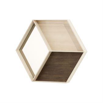 Monikäyttöinen peili Wall Wonder tulee Ferm Livingiltä. Kuusikulmion muotoinen peili on valmistettu puusta ja laminaatista, mikä antaa peilille eloisan ilmeen. Pikku hyllyt tarjoavat säilytystilaa. Peili sopii eteiseen, makuuhuoneeseen tai kylpyhuoneeseen.