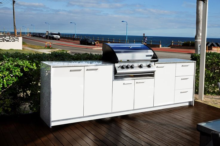 Cantina 4 with White Cabinet and Ravello Benchtop