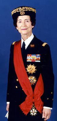 Le médecin-général inspecteur Valérie André, sera la première femme militaire a être grand-croix dans l'Ordre national du mérite et grand-croix dans l'ordre de la Légion d'Honneur. Photo Armée de l'Air © Collection Valérie André.