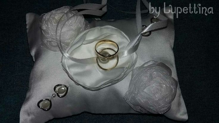 Wedding ring pillow by Lupettina
