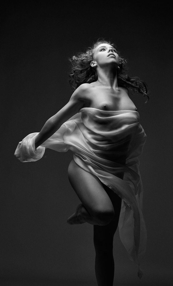 fotos de danza al desnudo en Madrid, artdance y estudio, bailarinas haciendo arte desnudo