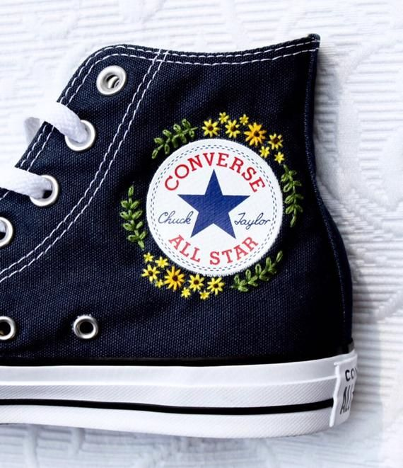 Flower Embroidered Converse | Broderie sur vetement, Convers ...