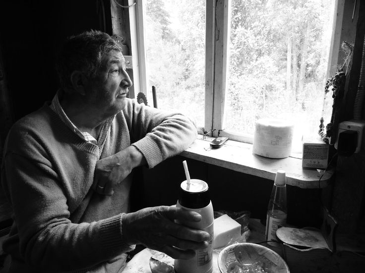 El Teo - Teo, a chilean older southern farmer, drinks mate in the breakfast and reflects about the weather conditions of this day