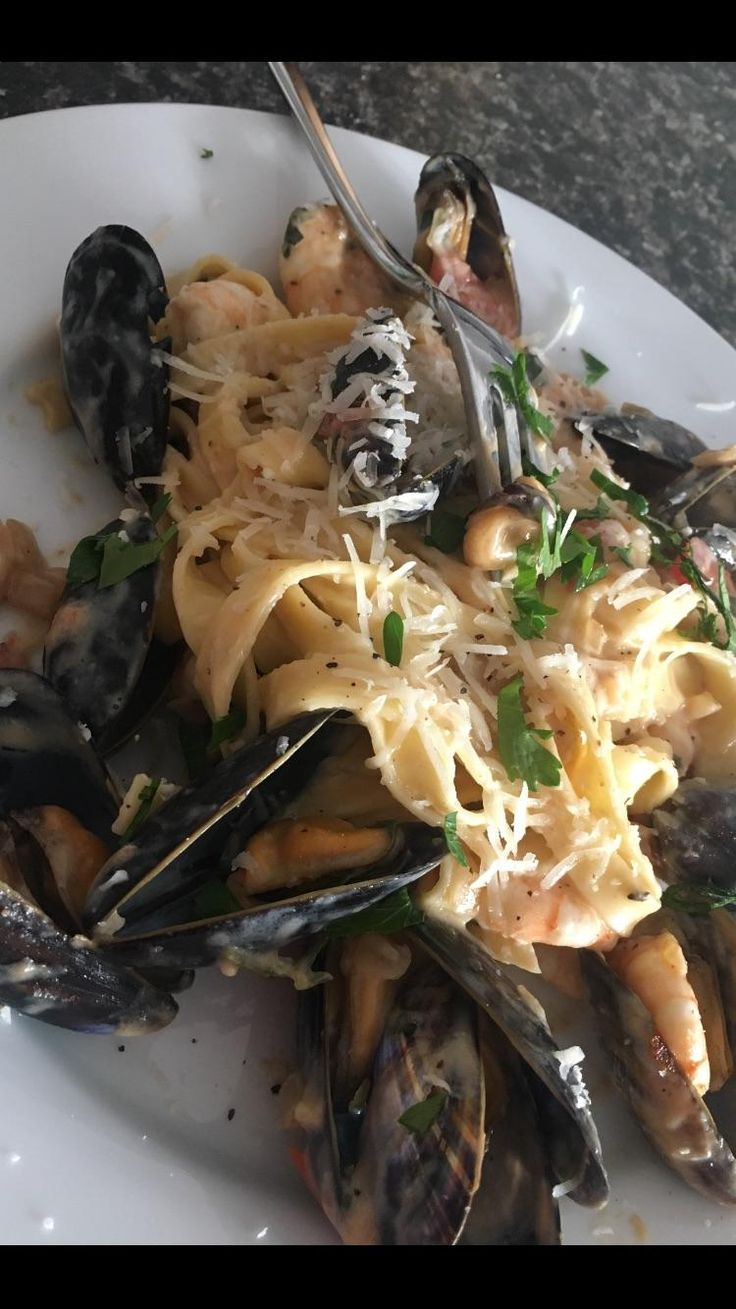 """Prawn and mussel linguini in a """"creamy"""" sauce around 550cal #goodnutrition #physicalactivity #goodfood #vegetables #JuicePlus #healthymeal #healthyfood #healthy #health #exercise #eatclean"""
