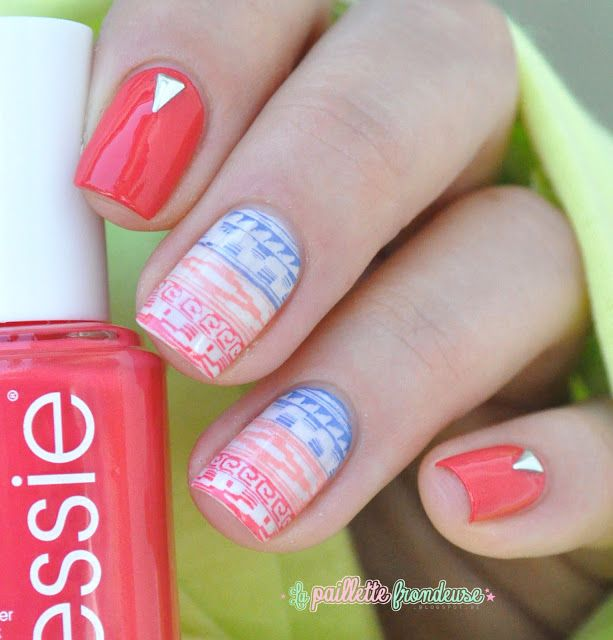 Essie summer collection 2015 Sunset sneaks // Je voudrais un bikini assorti - red nails with aztec print stamping nail art - http://lapaillettefrondeuse.blogspot.be/2015/07/essie-sunset-sneaks-je-voudrais-un.html