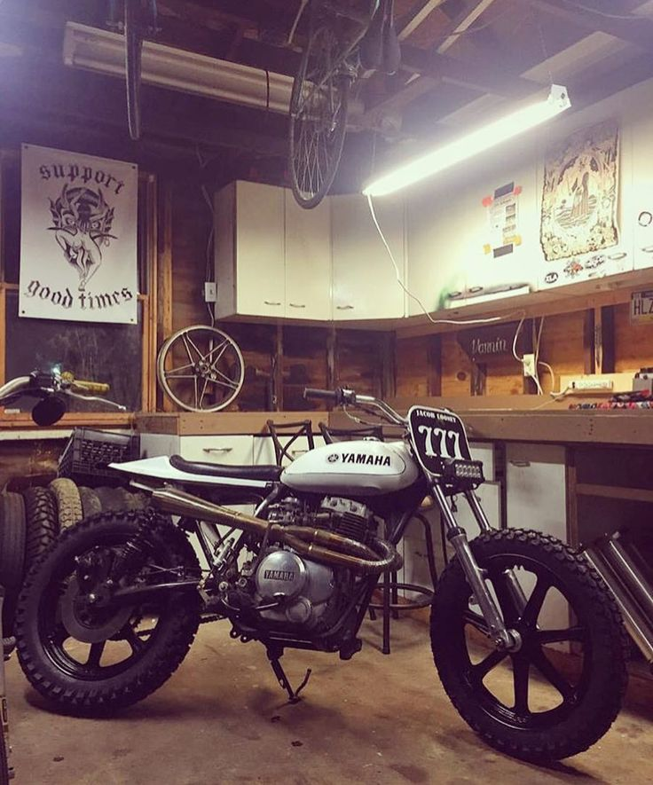 Killer Yamaha XS400 #tracker by @looneylow rocking that @trackerdie LED setup and @oldgloryhandcrafted exhaust. #streettracker #flattrack #builtnotbought