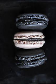 Food - Black and White - Photography - Macarons - vir die uitdaging - neem foto's van wit en swart items ipv om 'n bw-foto te neem
