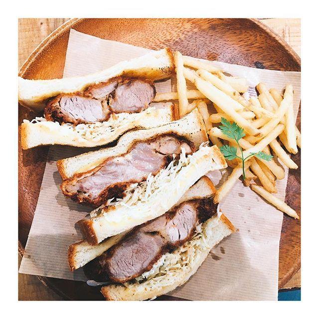 昨日の昼ごはん。 カツのボリュームが凄すぎて、3切れだけどお腹いっぱい。 食べたい方はみのおキューズモールへ。 ——————————————————— #昼ごはん #カツサンド  #サンドイッチ  #ボリューム満点 #お腹いっぱい #美味しい #カフェ巡り #肉  #ごはん #rカフェ #ひとりランチ #栄養満点  #安本孝明 #復元士 #大阪 #箕面  #みのおキューズモール #ヘアサロン #美容室 #ケアリスト  #haircare #japan #osaka #minoh #hairsalon  #cafe #sandwich #lunch #delicious