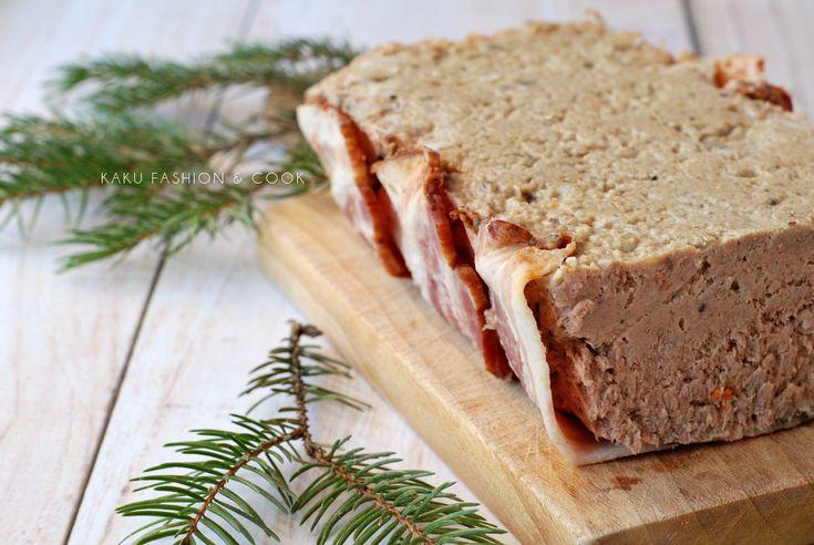 Domowy pasztet drobiowo – wieprzowy w boczku / Poultry - pork pate in bacon