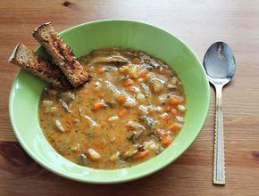 Výborný jednoduchá polévka od mojí maminky. Hlíva ústřičná je houba s výbornou chutí a strukturou, c | Veganotic