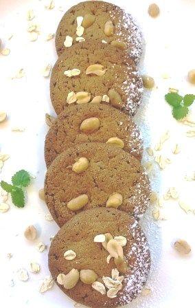 Maapähkinä-kaurakeksit // Gluteenitonta pähkinäistä purtavaa! #pikkuleivät http://www.raisionkeittokirja.fi/fi/resepti/-/p/maapahkina-kaurakeksit?reid=517198