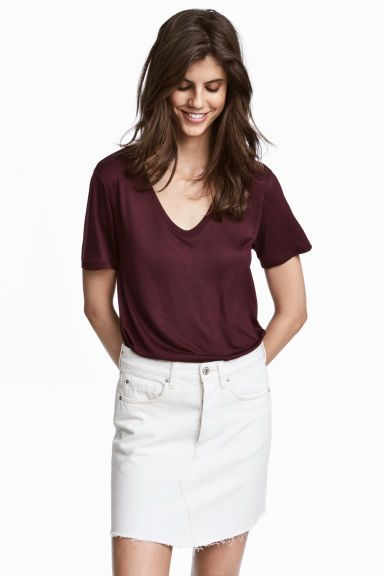 Een tricot top met een V-hals, korte mouwen en een relaxte pasvorm. H&M. 9.99 €