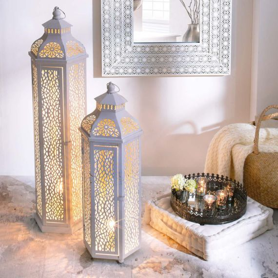 Besondere Leuchte im orientalischen Look. Durch die vielen Ausstanzungen gelingt das Licht auf eine traumhafte Art und Weise nach außen.
