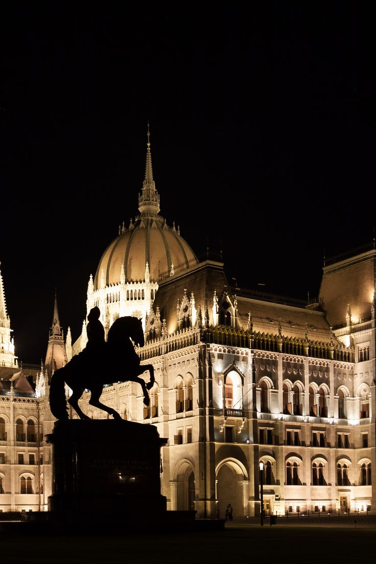 Statue at the Parliament, Budapest by Laszlo Som on 500px