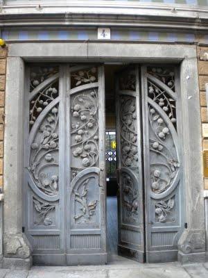 Torino - Portone Liberty a San Salvario, Via Argentero 4