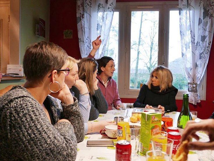 PHOTOS. Brigitte Macron : dans les coulisses de sa rencontre avec les agricultrices des Foulards noirs