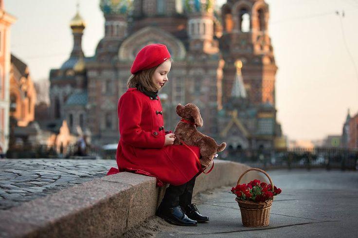 Little girl in St Petersburg Photo Ana Petrova