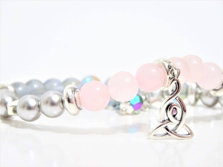 Pour la St-Valentin - En argent Sterling Déesse avec Quartz rose pour l'amour et Swarovski pour l'élégance! http://etsy.me/2nlPV29