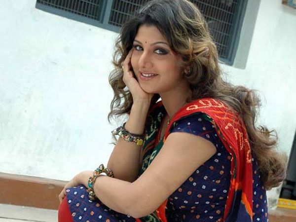 Actress Rambha, instead of heading for a divorce, is trying to save her marriage.