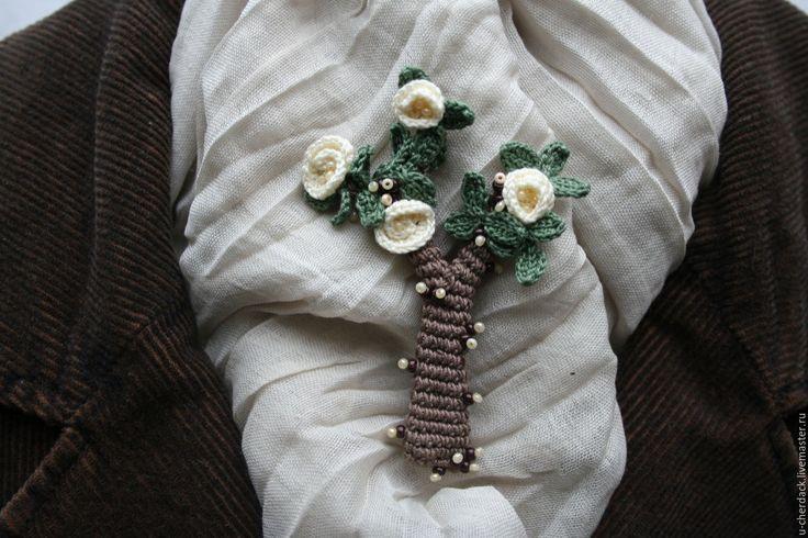 """Купить Брошь """" Магнолия """" - комбинированный, зеленый цвет, молочный, бисер чешский, амигуруми"""
