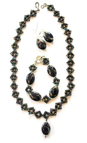 Necklace, with matching bracelet and earrings, glass beads