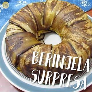 """Quando a gente ama berinjela, a gente quer inventar mil receitas com ela! Com uma versatilidade incrível, esse legume combina com vários ingredientes e é super """"low carb"""" (contém pouquíssimo carboidrato). Hoje resolvi utilizá-la como base de uma """"torta"""" ao …"""