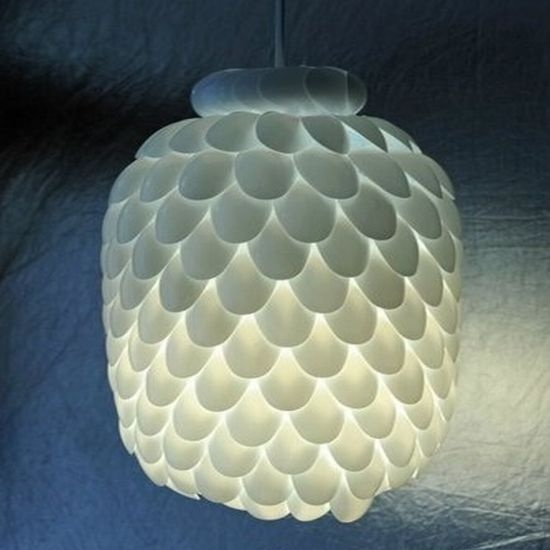 How to make it: Plastic Bottle, Water Bottle, Crafts Ideas, Lights Fixtures, Plasticspoon, Spoonlamp, Diy Lights, Diy Projects, Plastic Spoons Lamps