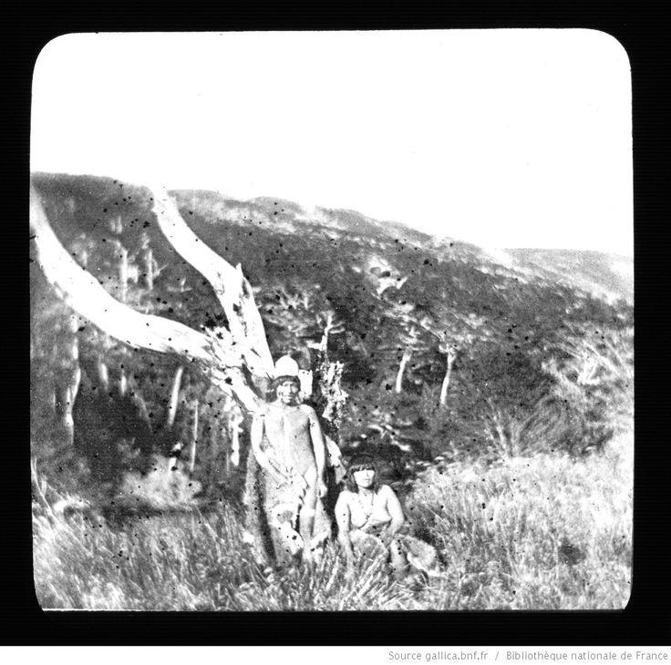 Terre de Feu-Patagonie. 2, Onas du Sud de la Terre de Feu / [mission] Rousson et Willems ; [photogr.] Rousson ; [photogr. reprod. par] Molténi [pour la conférence donnée par] Willems