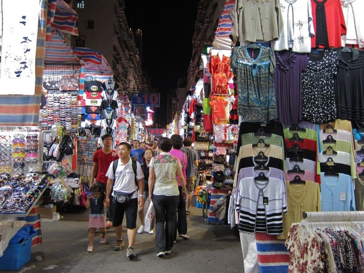 Ladies, mampir ke daerah Mong Kok di Hong Kong  yang terkenal dgn Ladies Market-nya. Temukan barang-barang keren dengan harga yang menarik!    (Ladies, please yourself by visiting Mong Kok, Hong Kong which fabous with its Ladies Market. U'll find great stuffs with great prizes here!)